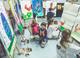 Dzieci z Pracowni Rozwoju Aktywności Twórczej malują wielkanocne obrazy